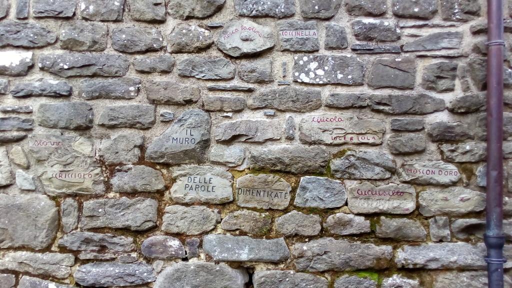 Raggiolo - Muro delle parole dimenticate